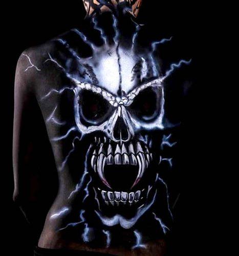 Bodypainting Rückenbemalung Skull